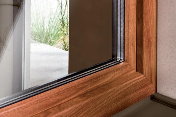 expertiseDécouvrez la teinte bois pour vos Fenêtres, portes et volets roulants en PVC