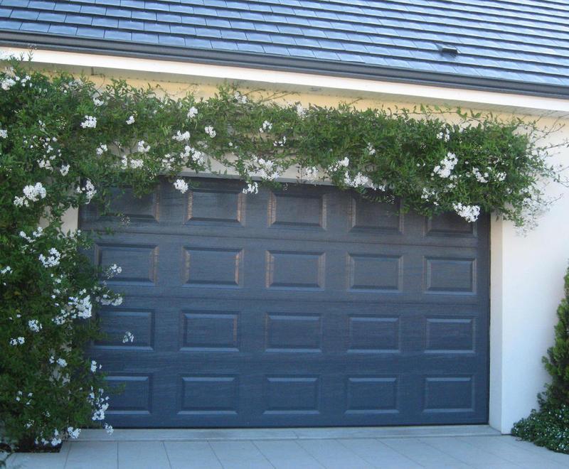 Portes de garage sectionnelles plafond bplast for Porte de garage sectionnelle rennes