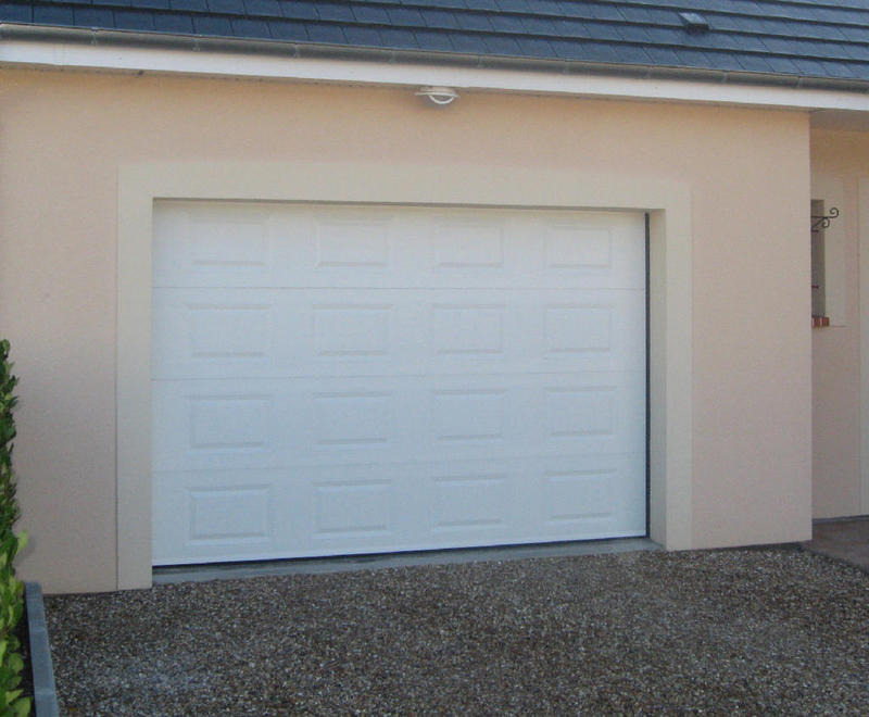 Portes de garage sectionnelles plafond bplast for Fabricant porte de garage sectionnelle