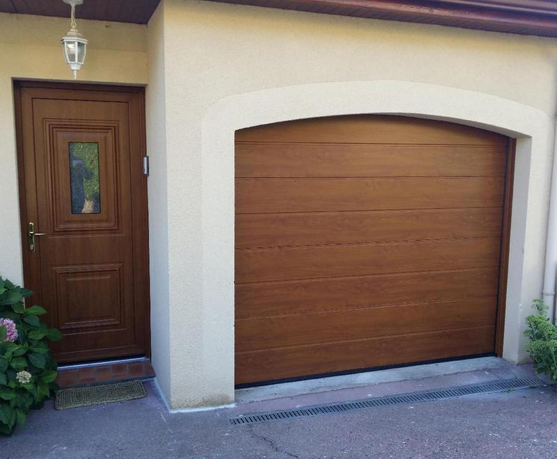 Portes de garage sectionnelles plafond b 39 plast for Porte garage sectionnelle pvc