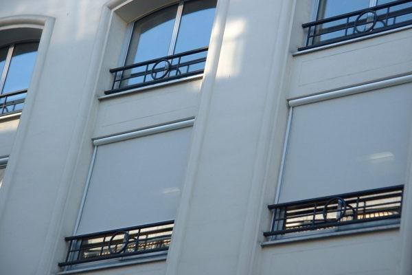 Store vertical à coulisses extérieur